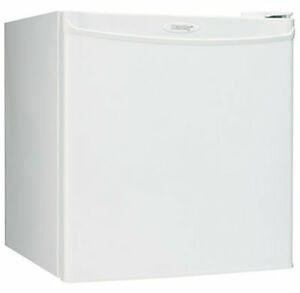 Danby 1.6 cu. ft. Compact Fridge in White (Energy Star ) a vendr