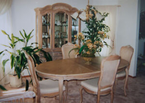 Moving – Must Sell Stunning Dining Room Suite