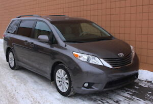 2013 Toyota Sienna XLE AWD Minivan *Remote Start, Fully Loaded!*