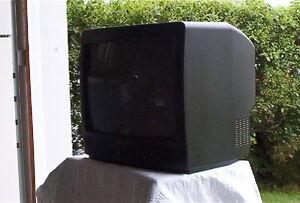 téléviseur 13 pouces