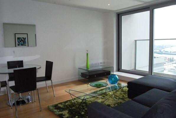 28th floor one bedroom, Pan Peninsula, E14, 24hr concierge, cinema, pool, gym, cocktail bar, balcony