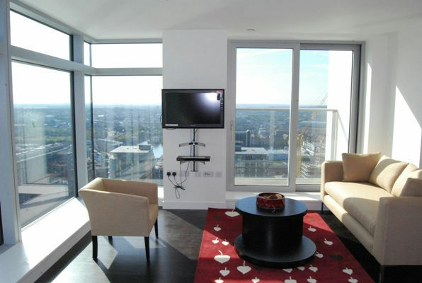 @ Stunning to bed 2 bath coming available on the 22rd floor with amazing views in South Quay!!