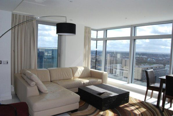 DESIGNER FURNISHED 2 BED 2 BATH APARTMENT - PAN PENINSULA / CANARY WHARF E14 27TH FLOOR GYM CINEMA