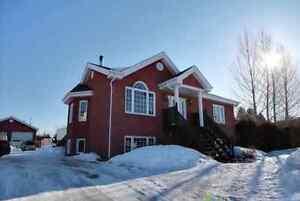 Maison à vendre avec revenus ou bi-génération