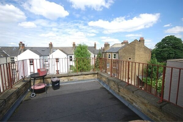 REDUCED!!! MASSIVE 3 FLAT WITH 3 BATHROOMS & ROOF TERRACE!!!! - CLAPHAM NORTH