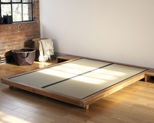 Futon company bed base with tatami mats and ikea mattress for Futon e tatami