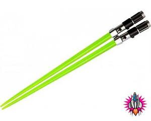 COOL NEW OFFICIAL STAR WARS NOVELTY RED BLUE GREEN LIGHTSABER CHOPSTICKS