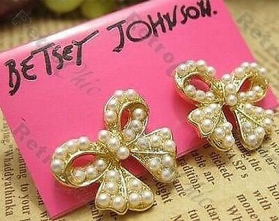 RETRO pearly PEARL BOW bows STUD EARRINGS cream&gold tone VINTAGE CHIC