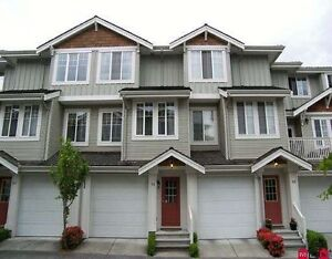 Panorama Village Townhouse - Walk to YMCA & Starbucks