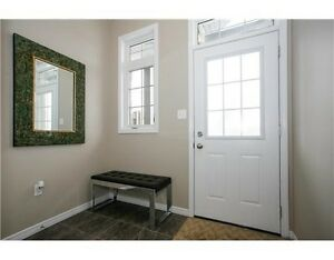 ATTENTION INVESTORS - IMPECCABLE 1 BEDROOM IN UNIVERSITY VILLAGE Kitchener / Waterloo Kitchener Area image 2