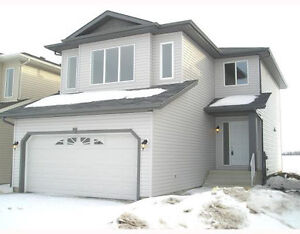 LARGE 2 STOREY HOME FOR RENT (1820 SQFT)