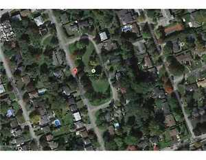 Private treed lot overlooking Glabar Park for sale!
