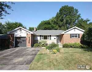 3+2 Bedroom Ancaster Bungalow for Lease