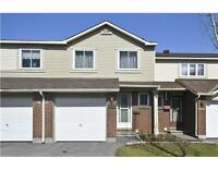 1559 Cheevers Cr in Orleans,Beautifull townhouse!