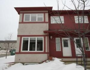 Great location!  Lovely two storey townhouse in Lindenwoods