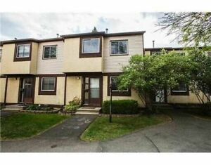 Great value!!! 3 bed, 2 bath condo townhome in Blossom Park!