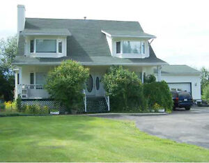Amazing 5 Bedroom Home on 1.44 Acres Right In Town!!(Evansburg)