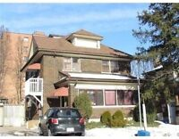 3/3 rooms vacant: 2 min from Laurier: all utilities; newly reno