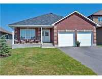 639 ROBERTHILL ST - Beautiful Bungalow in Almonte