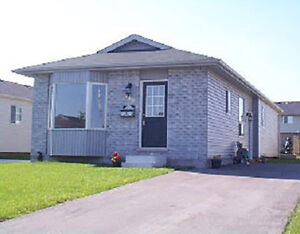 MAY 1 - PROSPERITY COURT STUDENT HOUSE FOR RENT - WIFI INCLUDED!