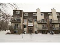 Well Maintained 2 Bed/ 2 bath stacked condo in Huntclub Park