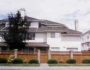 3 bdrm 2.5 baths townhse (CENTRAL richmond on General Currie Rd