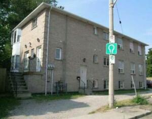 Spacious 3Bed Unit in Stinson with 2 Parking&Insuite Laundry