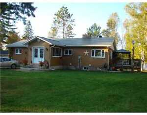 Fully furnished house on the Ottawa River near Deep River