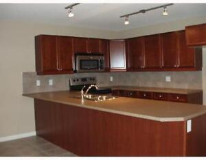 "Executive Condo""The Palisades"" 2 bed/2bath& den UG park"