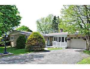 Spacious 5 Bedroom Meadowlands Perfect for Carleton & Algonquin