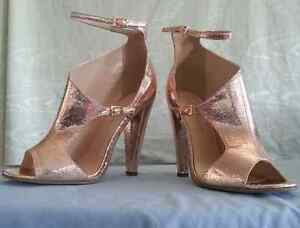BRAND NEW rose gold shoe! SIZE 7, UK 7, EU 40! Free Postage! Hampton East Bayside Area Preview