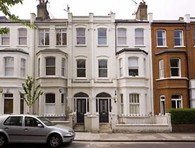 One double bedroom flat to let in the heart of Parsons Green.