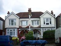 2 bedroom flat in Lakeside Road, Palmers Green
