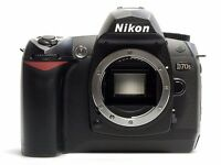 Nikon d70s Digital SLR camera (BODY ONLY) + 4 memory cards