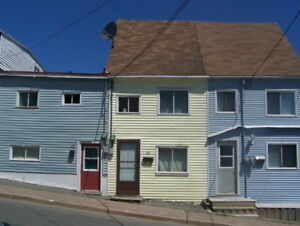 3 Bedroom Townhouse DOWNTOWN available NOW