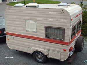 petite roulotte caravanes classiques dans grand montr al. Black Bedroom Furniture Sets. Home Design Ideas