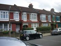 2 bedroom flat in Burford Gardens, Palmers Green