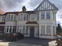 3 bedroom flat in Cranley Gardens, Palmers Green