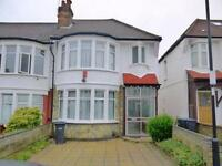 3 bedroom house in Sandringham Close, Enfield
