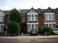 3 bedroom flat in Brownlow Road, Bounds Green