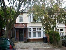 2 bedroom flat in Ulleswater Road, Southgate