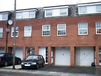 4 bedroom house in Crown Lane, Southgate