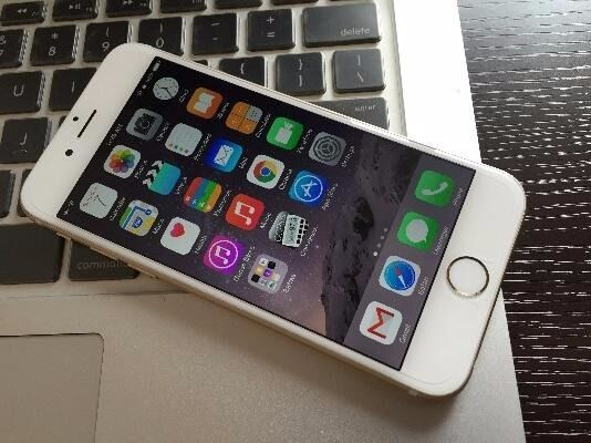 iPhone 6 unlocked 16 GB very good conditionin Thames Ditton, SurreyGumtree - Hi Selling a IPhone 6 unlocked in very good condition all works perfect just got a android smartphone from work and do not need this one anymore I have a 3m long belkin charger cable with it, worth 20 Pounds. There is a small hairline on the bottom...