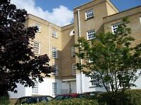 2 bedroom flat in Leigh Hunt Drive, Southgate