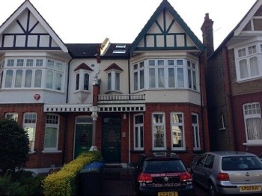 3 bedroom flat in Fox Lane, Palmers Green