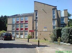 1 bedroom flat in Lingfield Close, Bush Hill Park