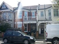 2 bedroom flat in Melbourne Avenue, Palmers Green