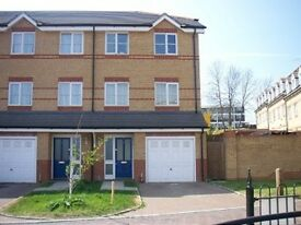 2 bedroom flat in Pickards Close, Southgate