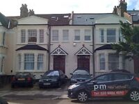 2 bedroom flat in Grovelands Road, Palmers Green