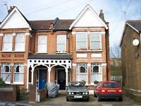 2 bedroom flat in Palmerston Creasent, Palmers Green